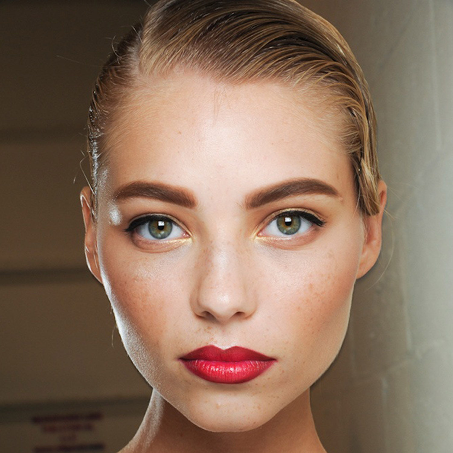 Latest Beauty News: The Bold Eyebrow Trend